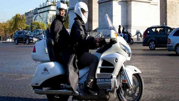 taxi moto moyen de transport à la mode à paris