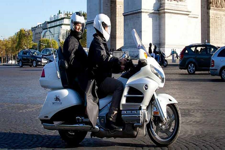 taxi moto moyen de transport à la mode à paris