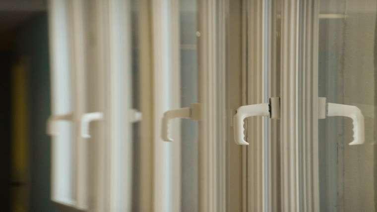 Quels avantages à faire appel à un artisan en vitrerie?